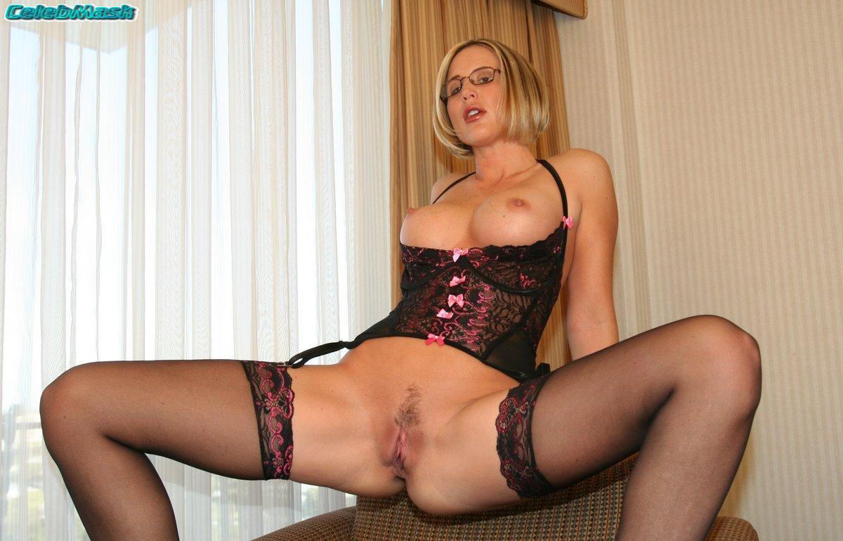 Desirae Spencer Nude Pics 23