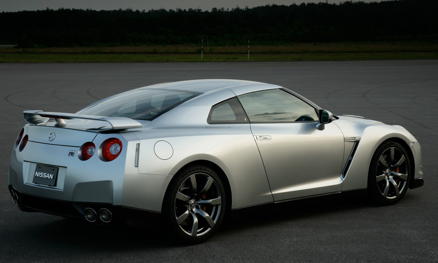 Automotive Cars Review 2009 Nissan Gt R Sport Car Review
