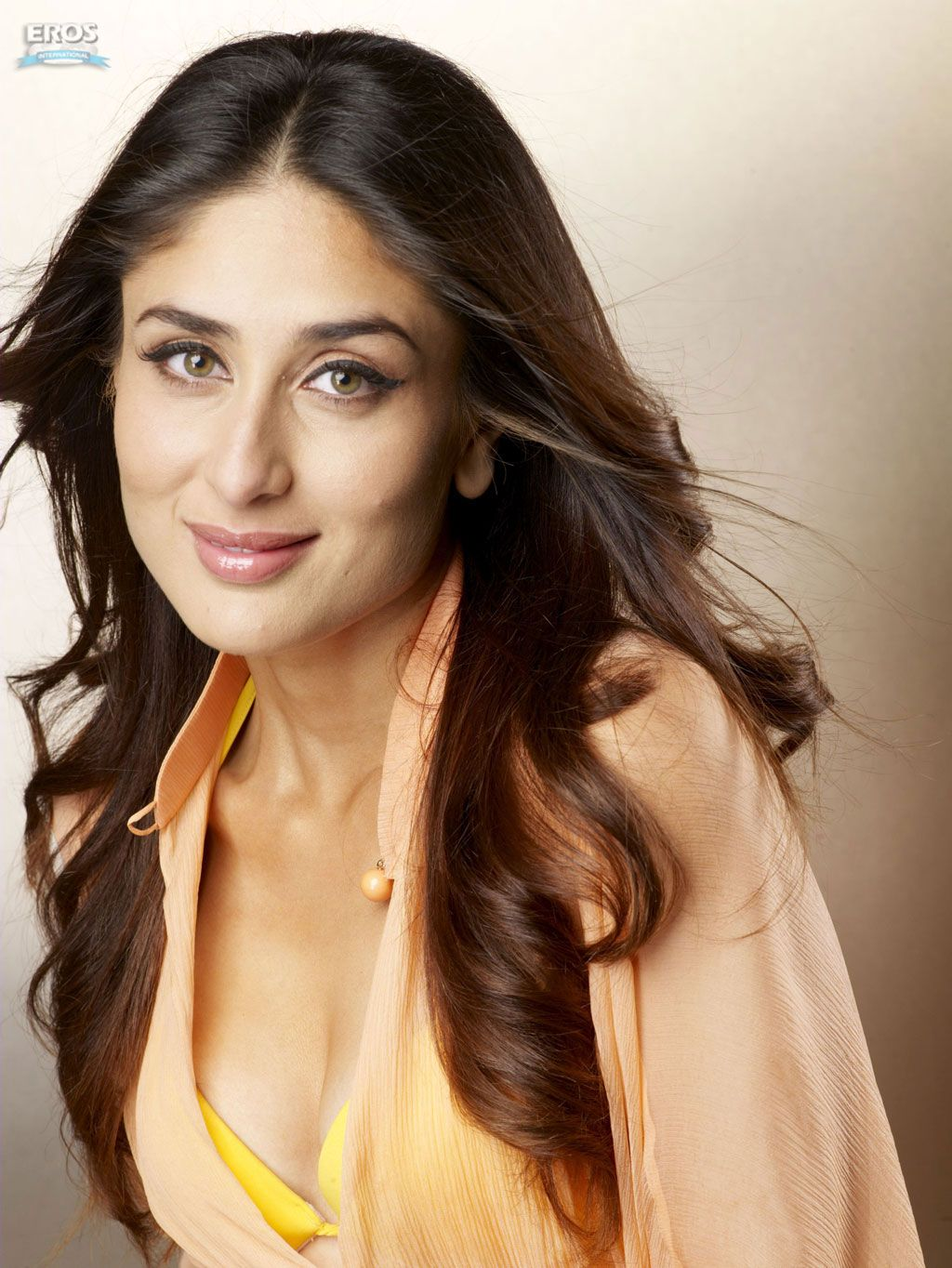 Filmi Masala: Kareena Kapoor Hot Wallpapers