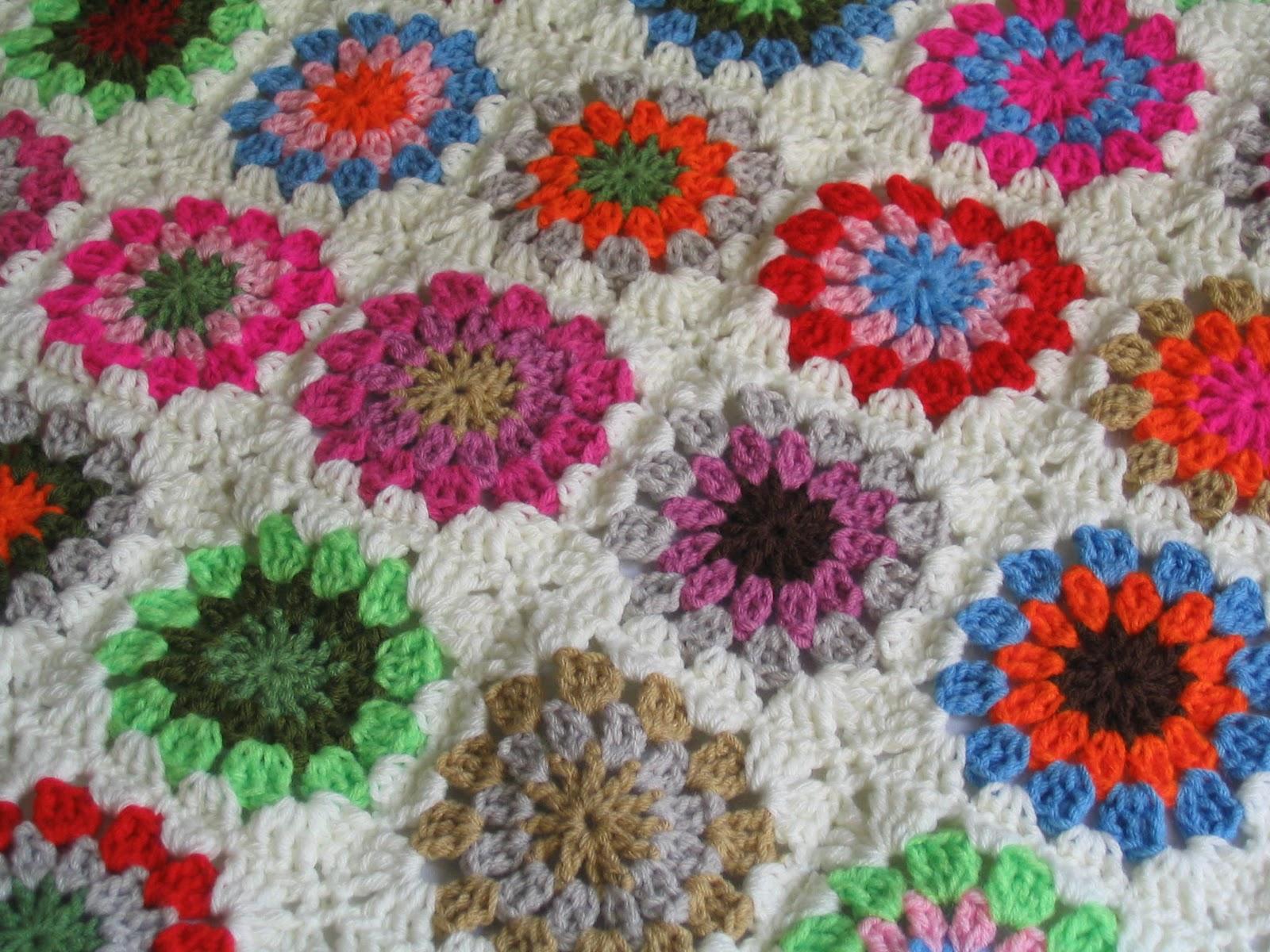 Puerta al sur mantas tejidas a crochet para la cuna de un for Mantas de lana de colores