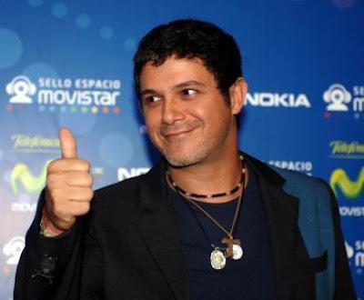 """Alejandro Sanz deja Twitter tras escribir """"buestra"""" y ser criticado 0"""