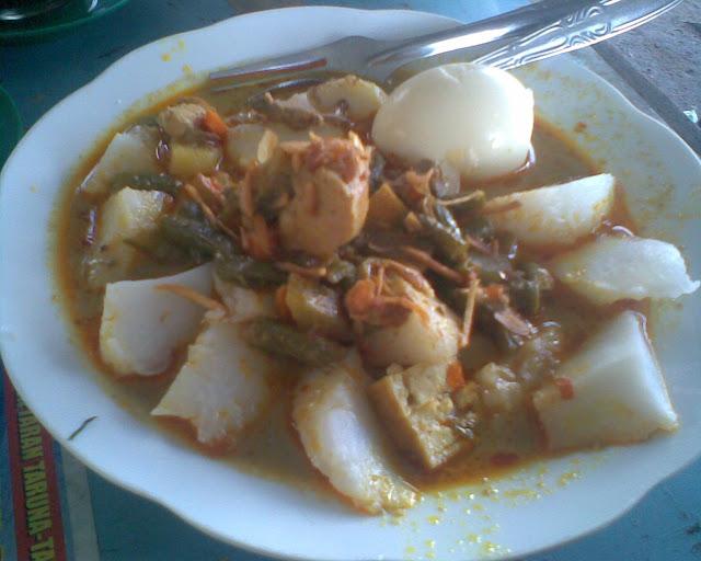 Sarapan pagi Lontong sayur dan Bubur Ayam