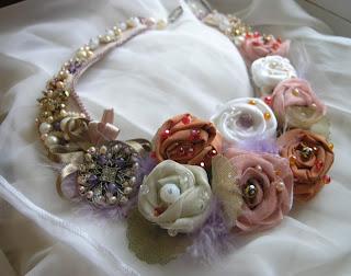 deianeira 39 s jewellery colier ambrosia ultrasuede roz pastel trandafiri matase organza. Black Bedroom Furniture Sets. Home Design Ideas