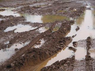 Jalan+Becek1 Hasil Musrenbang Padang Bolak, Tahun 2011 Semua Jalan Desa Akan Mulus