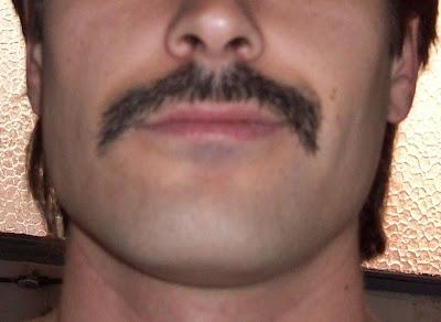 bigote de Maldito