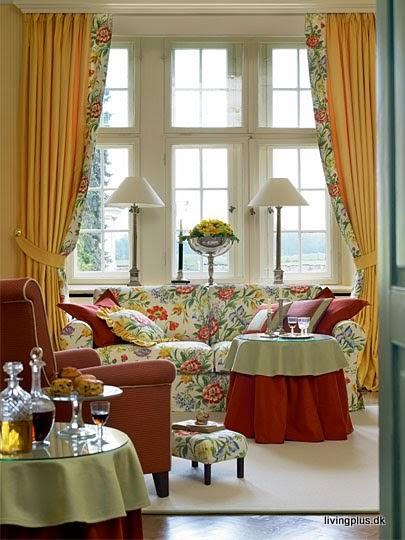 Fashion Girls Living Room Spring Summer