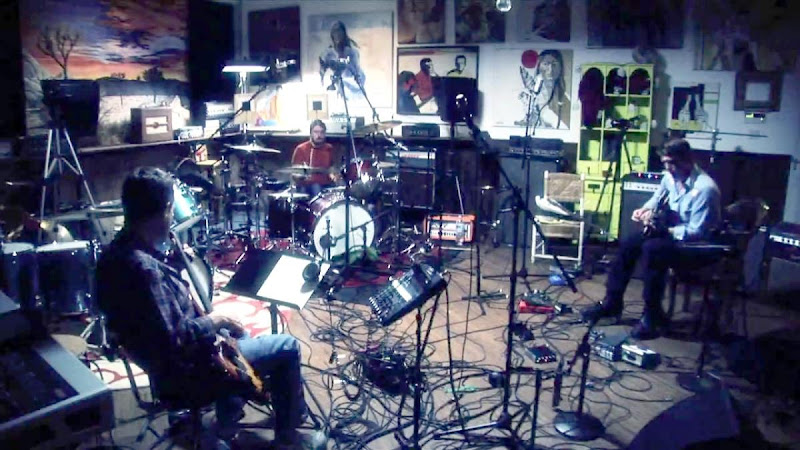 Them Crooked Vultures in Studio