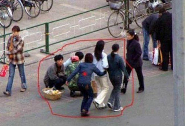Foto Aksi Pencopet Di China Yang Terpotret Kamera - 5