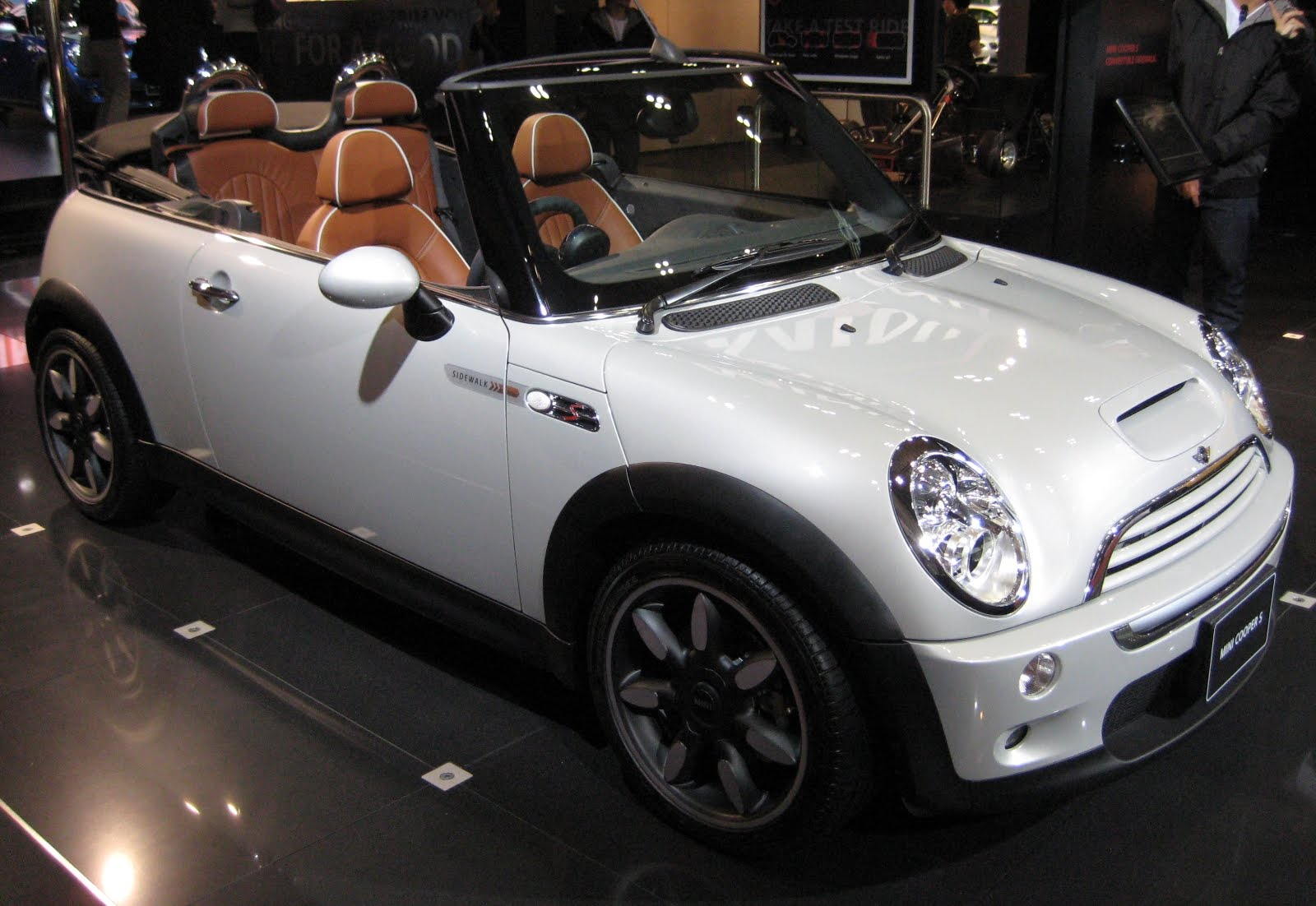 mini cooper cute and strong inside car. Black Bedroom Furniture Sets. Home Design Ideas