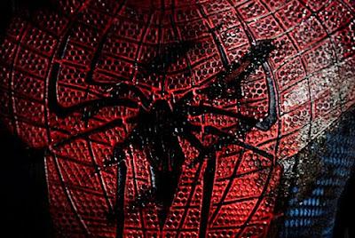 Spiderman%2BLogo - Spidy trepandose como solo el lo sabe hacer.