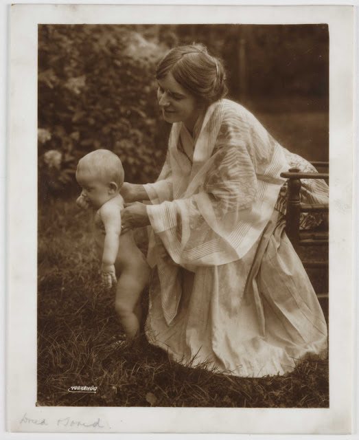 'Mother and Child'. Rudolf Dührkoop (1848-1918); Opalotype. Collection of National Media Museum. This is an opalotype - a photograph on white glass. photography-news.com, photography news, Diana Topan, International Children's Day, June 1, vintage baby photos