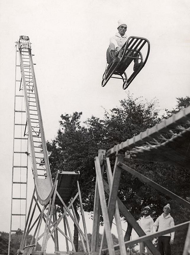 Sleigh leaving ski-jump. Alexandra Palace, London, England, 1933. Nationaal Archief / Spaarnestad Photo