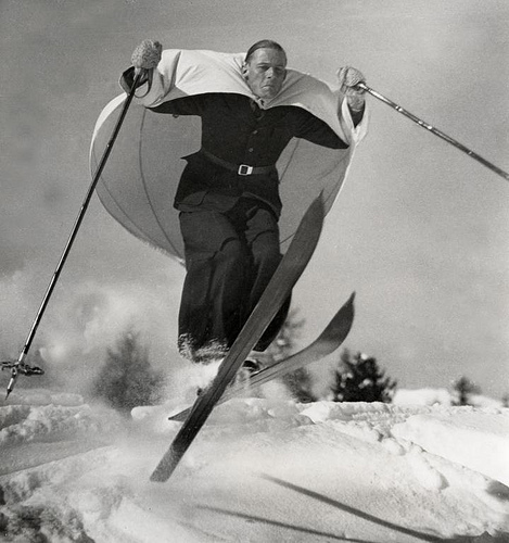 'Ski-sailing', a new sport invented in Austria, demonstrated in St. Moritz, Switzerland, January 1938. Nationaal Archief / Het Leven / Spaarnestad Photo, SFA022003048