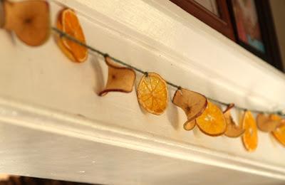 מחרוזת פרוסות פירות מיובשים
