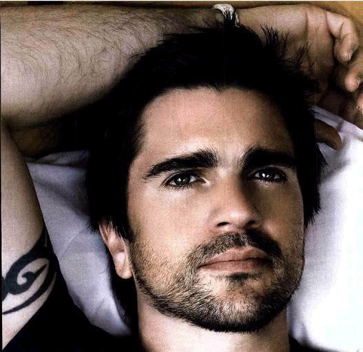h i s PANIC: Juanes gives thanks