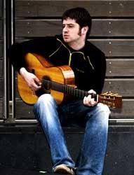 Kris Drever (voz y guitarra)