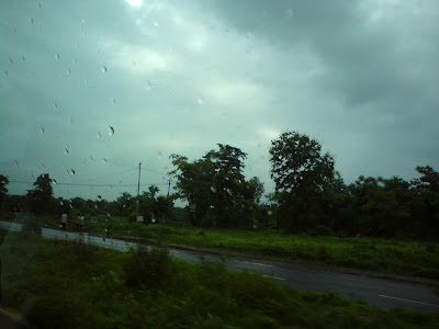 The light rains which soon turned into a downpour - Mumbai Nashik highway