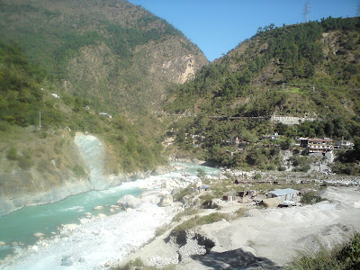 River Alaknanda flowing besides the GMVN rest house, Birahi