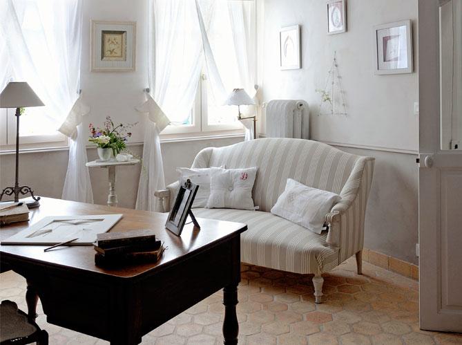 decorando francesa uma historia bem simples. Black Bedroom Furniture Sets. Home Design Ideas