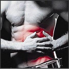dolor en el lado izquierdo del abdomen bajo las costillas