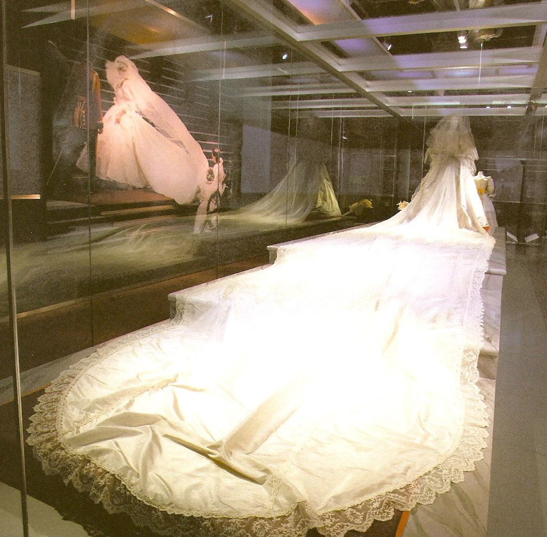 This Wedding Was An Event The Dress Accordingly Also Is One Instance In Which Gasp Factor As She Came Out Of Carriage