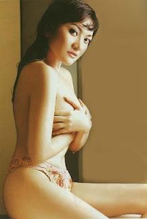 foto seksi Kiki Amalia dari beberapa majalah dewasa