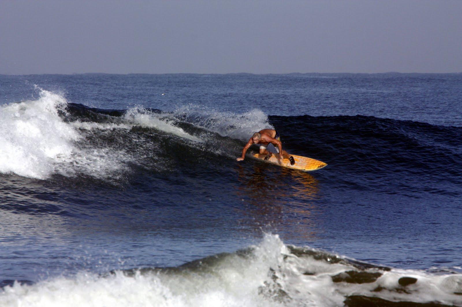 Gambar Gambar Berselancar Surfing Di Lautan Wallpaper