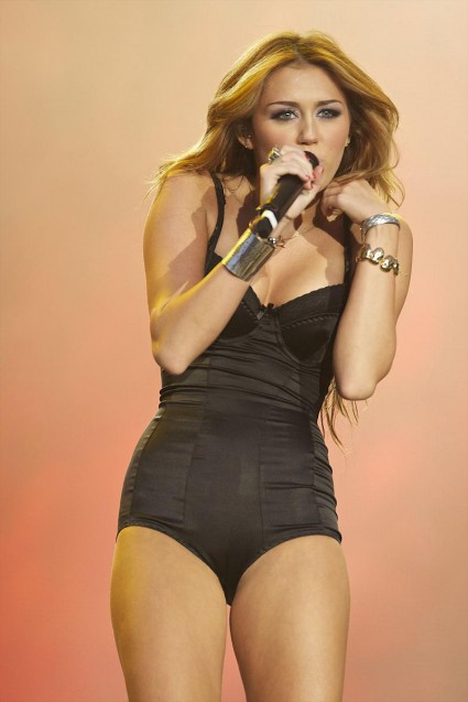Miley Cyrus Cant Be Tamed 4-Ever-8924