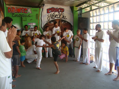 as aulas de capoeira sa o uma iniciativa inedita no projeto periferia ativa e precisa de apoio para se manter quem tiver a fim de conhecer pode assistir o