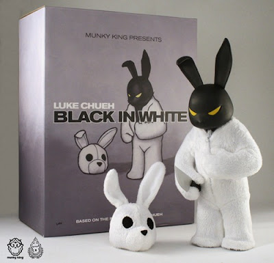 Munky King Presents San Diego Comic-Con 2010 Exclusive Black in White Vinyl Figure and Packaging by Luke Chueh