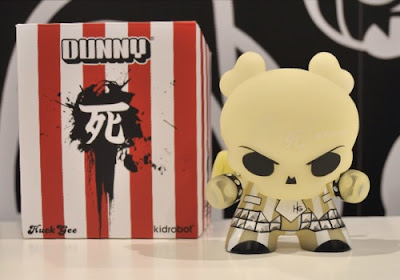 Kidrobot - San Diego Comic-Con 2009 Exclusive GID 8 Inch Skullhead Dunny and Packaging by Huck Gee