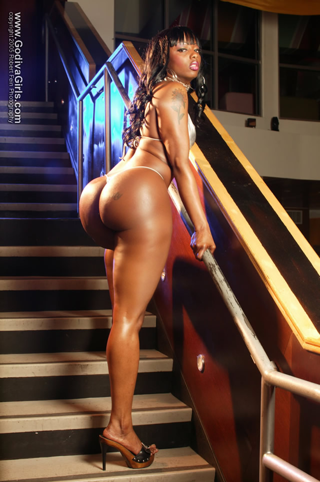Buffie the body fully naked