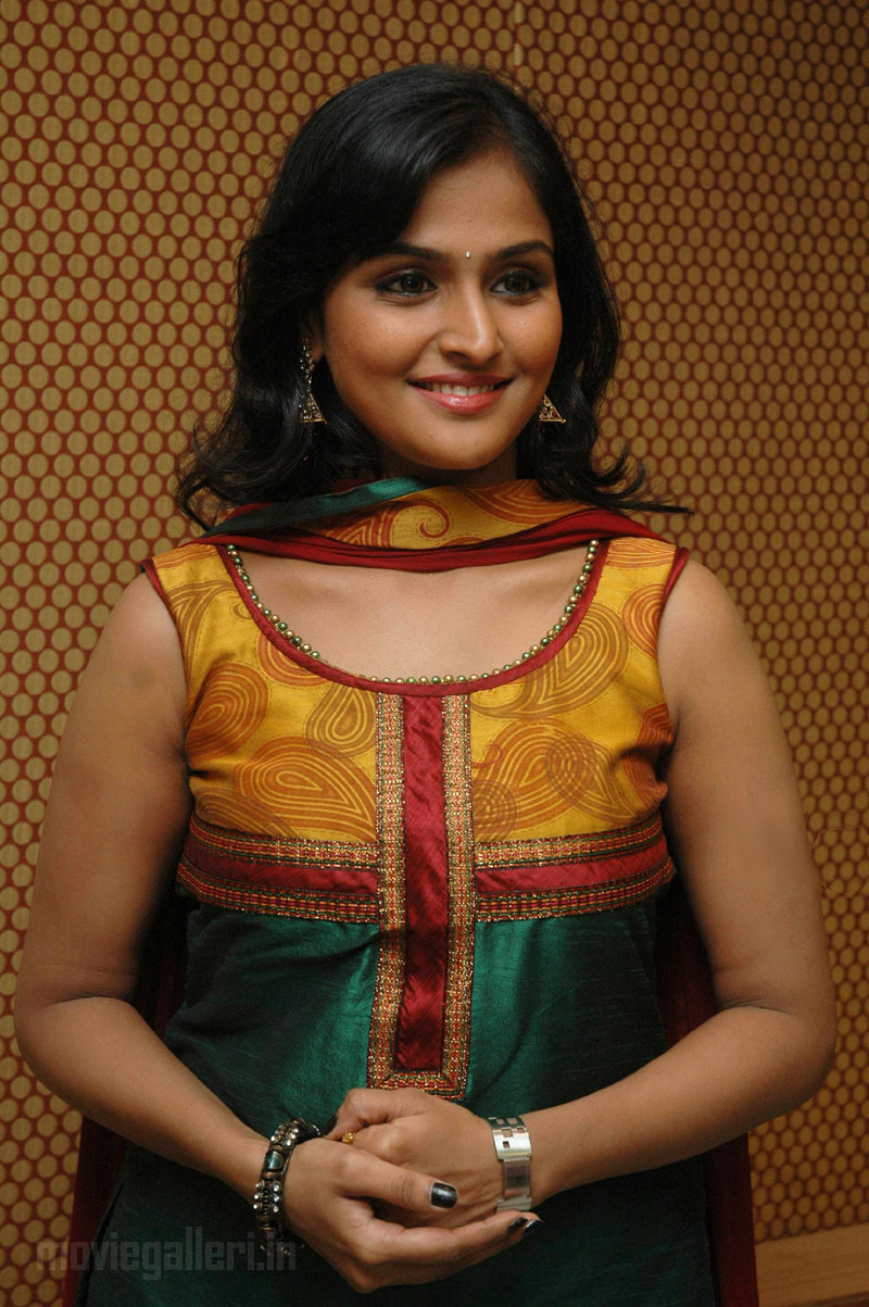 Ramya Nambeesan Cute Wallpapers Ramya Nambeesan Aattanayagan Pressmeet Stills New