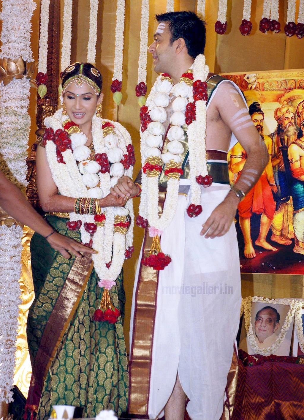 Samantha Hd Wallpapers In Saree Soundarya Rajinikanth Marriage Photos Soundarya
