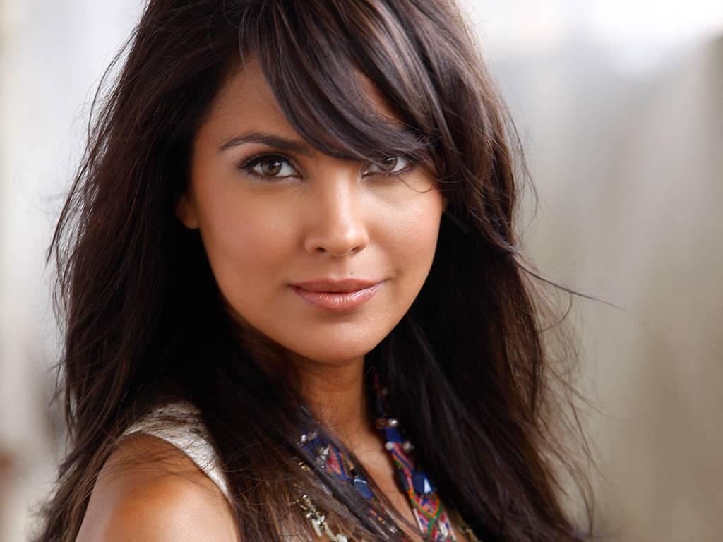 Cute Hot Actress Wallpapers Lara Dutta Hot-4590