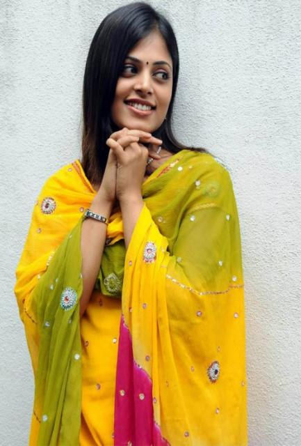 Wallpaper Gallery: sindhu menon after Marriage (Wedding) wallpapers