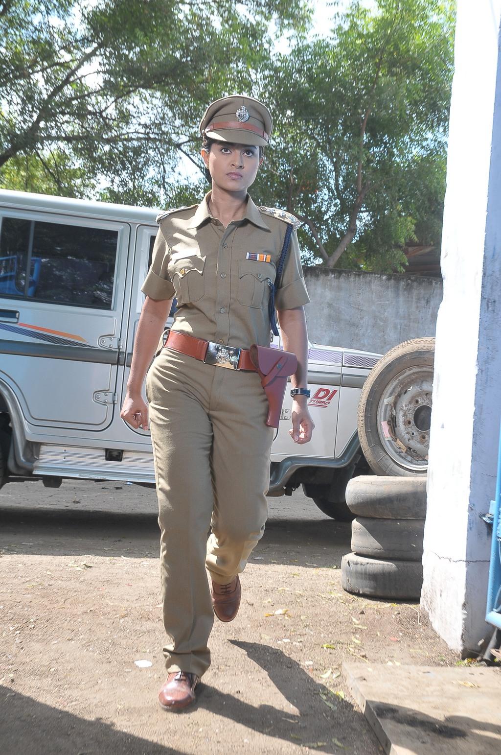 Rowdy Rathore Car Wallpaper Wallpaper Ips Officer Free Download Wallpaper Dawallpaperz