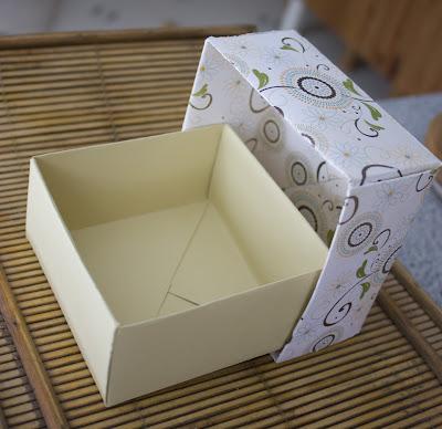 blog scrapbook laurentides une petite boite cadeau tout en pliage. Black Bedroom Furniture Sets. Home Design Ideas