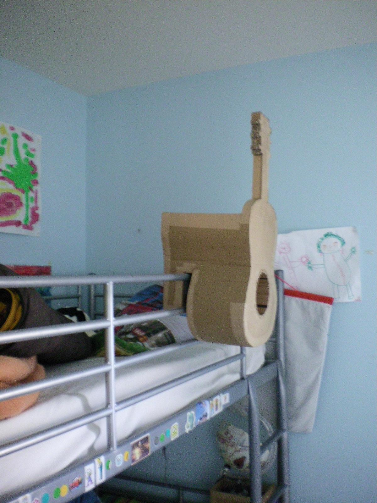 cartonnageco table de nuit pour lit en hauteur. Black Bedroom Furniture Sets. Home Design Ideas