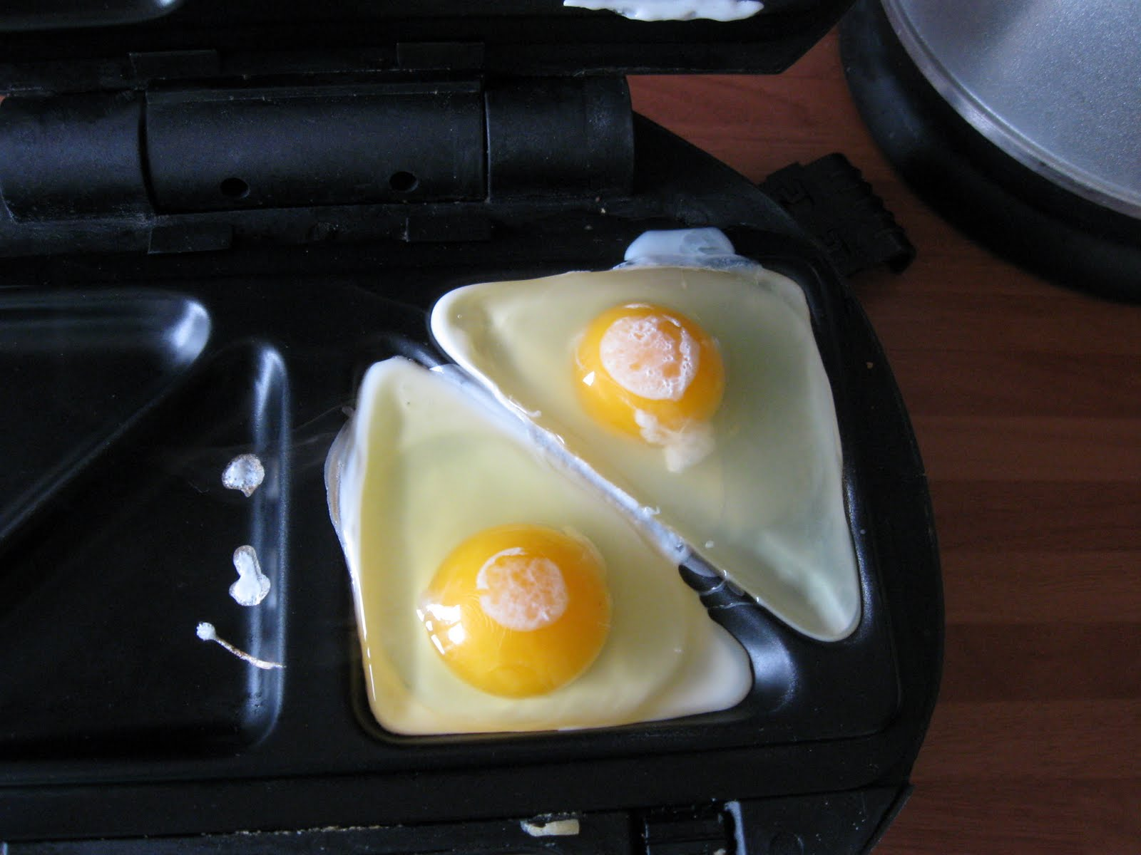 Whynotsmile How To Fry An Egg In A Sandwich Toaster