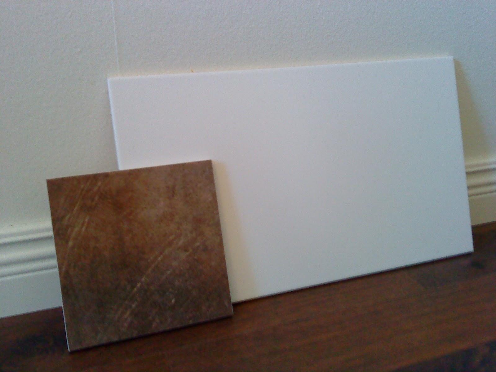 Badrum  Stora vita matta plattor på alla väggar e709c8afd706a