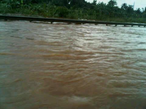 foto banjir Jakarta Tangerang 25 Oktober 2010 tol BSD