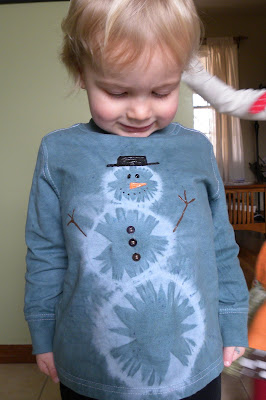 http://mamabeefromthehive.blogspot.com/2009/12/snowman-bleach-tie-dye.html