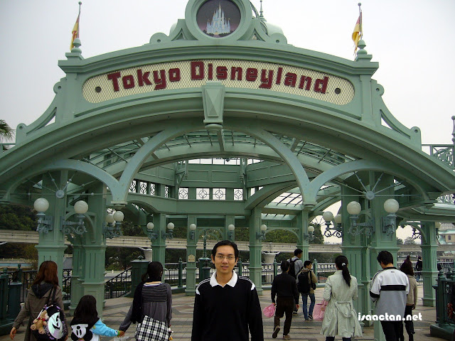 My last trip to Tokyo Disneyland was a decade back! Can't wait to visit there again, this time with the family.