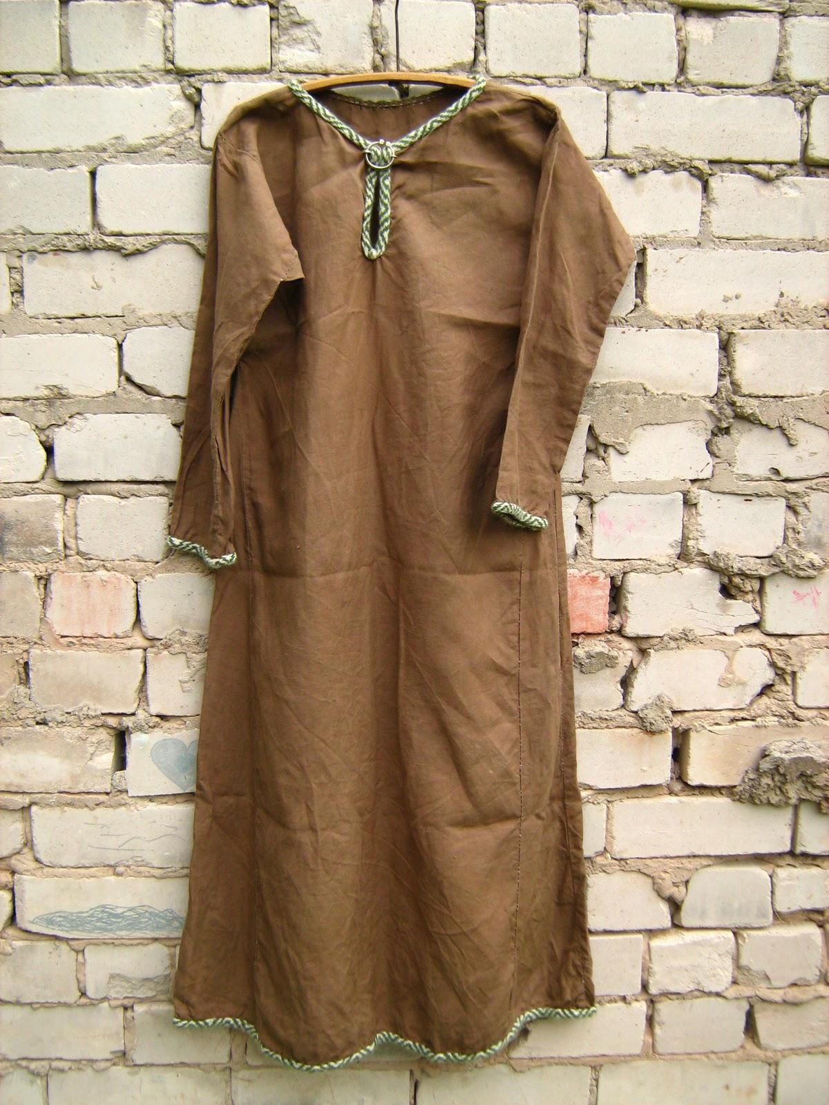 98eed937bb3 Kolmas ja siiani viimane linane kleit, kõige tumedam (seega ka ebaautensem,  kuna linast arvatavasti ei värvitud), kõige suurem ja kõige uhkem- kohe iga  ääre ...