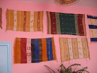 la decoracin es ms pero no por ello menos efectiva a base de pequeos tapices en las zonas comunes y