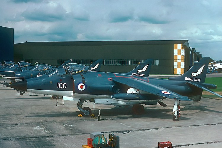 grand logistics sea harriers and harriers in the falklands war. Black Bedroom Furniture Sets. Home Design Ideas