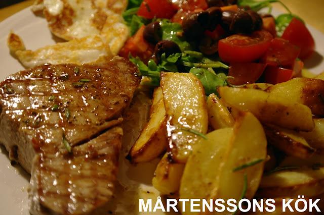 Färsk tonfisk rosmarin