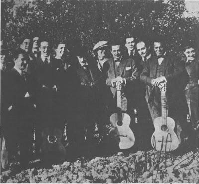 Carlos Gardel en 1922, cuando cantó con Razzano para Jacinto Benavente
