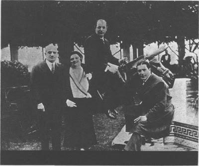 Carlos Gardel en la Costa Azul (1931), con el barón y la baronesa de Wakefield y el famoso futbolista del Barcelona, Samitier